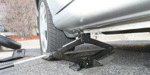 Cambiar rueda pinchada de coche
